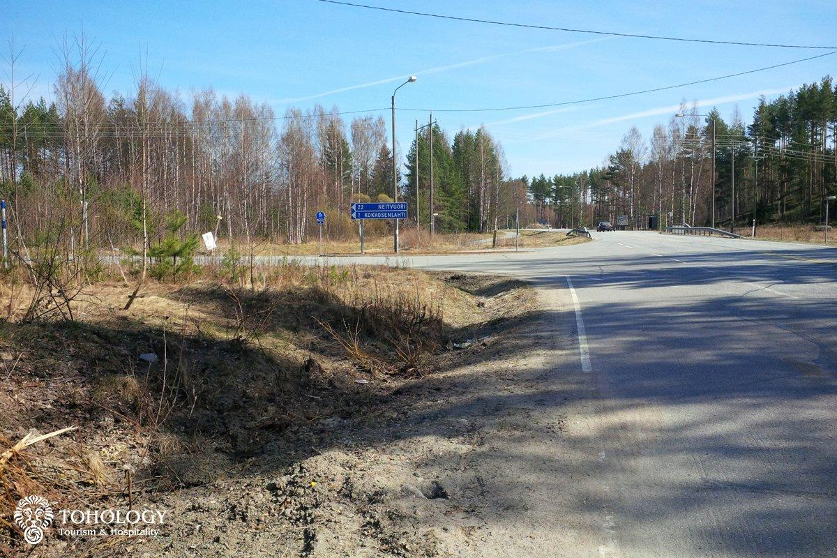 Turn to Neitvuori from the road 62