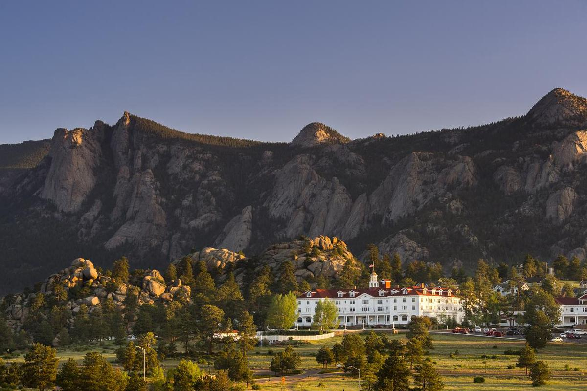 The Stanley Hotel (in reality) </br> Photo: (с) The Stanley Hotel